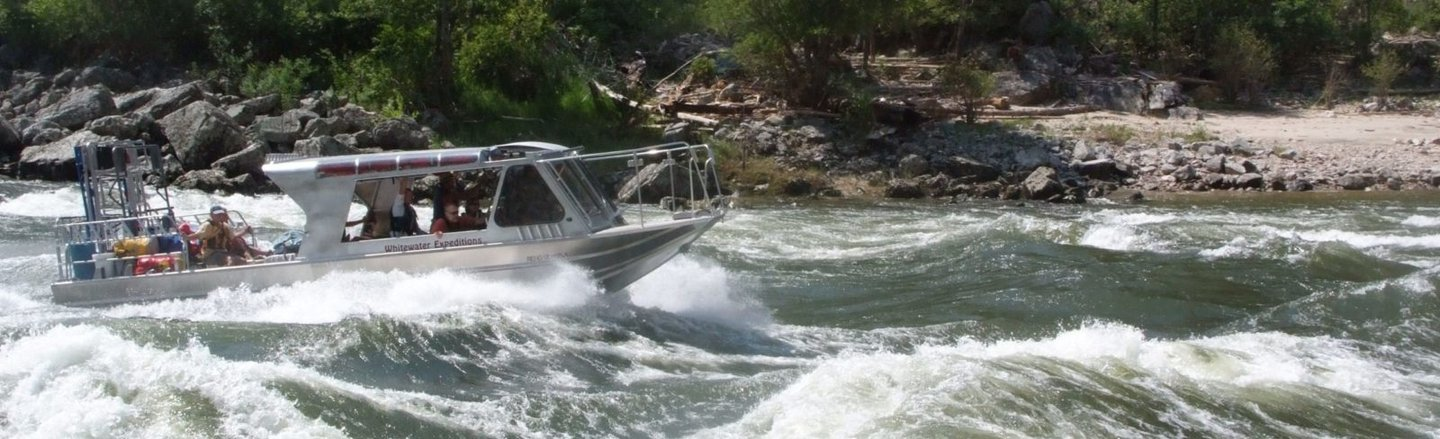 Enjoy and excursion on a jet boat